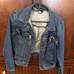 Cute trendy jeans jacket with ruffles.